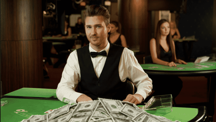 how much do casino dealers make