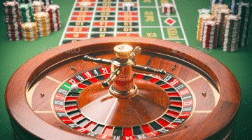 what colour is zero on a roulette wheel